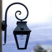 Roger Pradier wandlamp Vieille France aan krul zwart VF1930