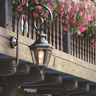 Buitenlamp louis 13 model 3 wandlamp met krul tuinextra buitenverlichting
