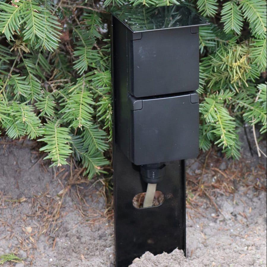 stopcontact paaltje zwart tuin stroom aanleggen buiten stopcontacten